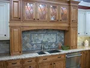 800px-Kitchen_cabinet_display_in_2009_in_NJ